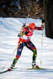 El biathlete checo Gabriela Soukalova sube la colina durante el Biathlon checo Championsh Foto de archivo libre de regalías