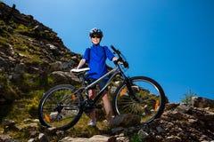 El biking activo de la gente imagen de archivo