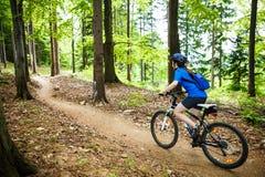 El biking activo de la gente fotos de archivo libres de regalías