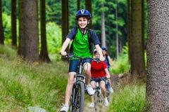 El biking de la familia Imagen de archivo