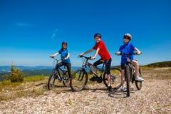 El biking de la familia Imagenes de archivo