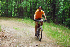 El biking de la montaña imágenes de archivo libres de regalías