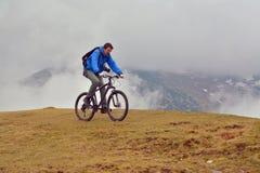 El biking de la montaña foto de archivo