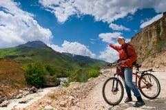 El biking de la muchacha Imágenes de archivo libres de regalías