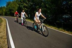 El biking del grupo Imágenes de archivo libres de regalías