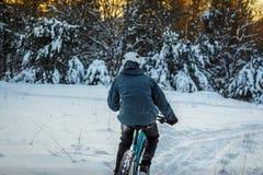 El biking del invierno fotos de archivo libres de regalías