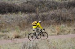 El Biking en el jardín de dioses Imagen de archivo libre de regalías