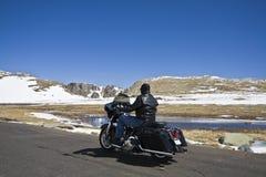 El Biking en Rockies imagen de archivo libre de regalías
