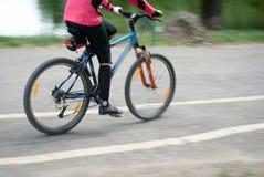 El Biking rápidamente imágenes de archivo libres de regalías