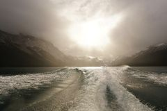 El blanco agita bajo salida del sol fotos de archivo libres de regalías
