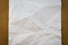 El blanco arrugó el documento sobre el st de papel de madera del vintage de la textura del fondo Fotos de archivo libres de regalías