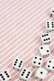 El blanco corta en cuadritos en números binarios Foto de archivo libre de regalías