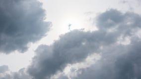 El blanco se nubla el timelapse Cielo nublado en el tiempo hermoso almacen de metraje de vídeo