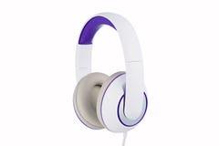 El blanco y la púrpura rellenaron la vista lateral de los auriculares aislada en blanco Fotos de archivo libres de regalías