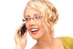 El blonde hermoso con el teléfono Fotografía de archivo libre de regalías