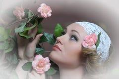 El blonde hermoso en cordón Fotografía de archivo libre de regalías