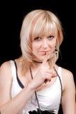 El blonde joven con un dedo en los labios fotos de archivo libres de regalías