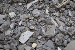 El bloque de cemento abandonado de la casa destruye Imagenes de archivo