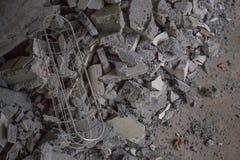 El bloque de cemento abandonado de la casa destruye Foto de archivo