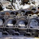 El bloque de cilindro del motor de cuatro cilindros Vehículo de motor desmontado para la reparación Partes en aceite de motor Rep foto de archivo libre de regalías