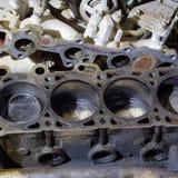 El bloque de cilindro del motor de cuatro cilindros Vehículo de motor desmontado para la reparación Partes en aceite de motor Rep imagen de archivo libre de regalías