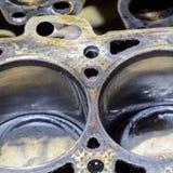 El bloque de cilindro del motor de cuatro cilindros Vehículo de motor desmontado para la reparación Partes en aceite de motor Rep imagen de archivo