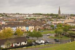 El bogside y catedral del ` s del St Eugene Derry Londonderry Irlanda del Norte Reino Unido foto de archivo libre de regalías