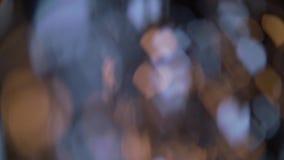 El bokeh bicolor es iluminado por las luces en la forma de corazones almacen de metraje de vídeo