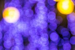 El bokeh ligero de la noche de luces adorna la Navidad y el Año Nuevo Imágenes de archivo libres de regalías