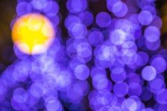 El bokeh ligero de la noche de luces adorna la Navidad y el Año Nuevo Fotos de archivo libres de regalías