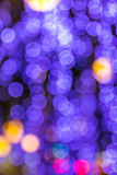 El bokeh ligero de la noche de luces adorna la Navidad y el Año Nuevo Imagenes de archivo