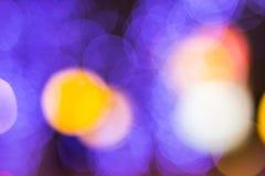 El bokeh ligero de la noche de luces adorna la Navidad y el Año Nuevo Imagen de archivo libre de regalías