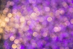 El bokeh ligero de la noche de luces adorna la Navidad y el Año Nuevo Fotos de archivo