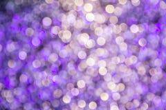 El bokeh ligero de la noche de luces adorna la Navidad y el Año Nuevo Foto de archivo libre de regalías