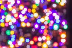 El bokeh ligero de la noche de luces adorna la Navidad y el Año Nuevo Foto de archivo