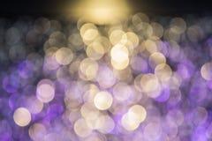 El bokeh ligero de la noche de luces adorna la Navidad y el Año Nuevo Fotografía de archivo