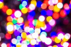 El bokeh ligero de la noche de luces adorna la Navidad y el Año Nuevo Imagen de archivo