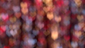 El bokeh rojo, amarillo y azul enciende la mudanza en forma de corazón Iluminación del fondo metrajes