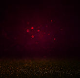El bokhe oscuro abstracto enciende el oro del fondo, de la púrpura, negro y sutil Fondo Defocused Foto de archivo