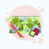 El bolso cosmético con un modelo de la primavera florece Bolso cosmético con las herramientas para el maquillaje profesional: som Fotografía de archivo libre de regalías