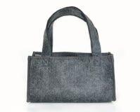 El bolso gris hecho del fieltro aislado en blanco. Foto de archivo