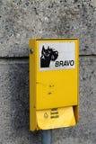 El bolso inútil del perro automatiza en Nyon, Suiza imagen de archivo