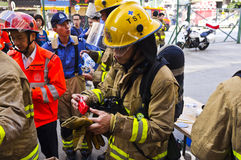 El bombero come el almuerzo Fotografía de archivo