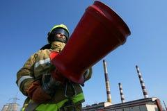 El bombero en entrenamientos Fotos de archivo libres de regalías