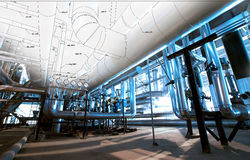 El bosquejo del diseño de la tubería se mezcló con las fotos del equipo industrial Imágenes de archivo libres de regalías