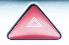 El botón en el coche para advertir cuándo una parada de emergencia imagenes de archivo