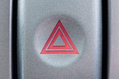 El botón en el coche para advertir cuándo una parada de emergencia fotografía de archivo libre de regalías