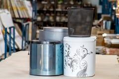 El bote de basura Bote de basura para la cocina o la oficina Accesorios de los muebles Fotografía de archivo libre de regalías