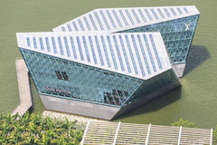 El boutique de Louis Vuitton extiende hacia fuera en Marina Bay Fotos de archivo libres de regalías