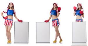 El boxeador de sexo femenino con el tablero aislado en blanco imagen de archivo libre de regalías